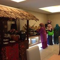 Photo taken at Hotel Bendahara by asreenkushereen on 5/22/2015