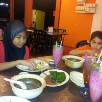 Photo taken at Restoran Saudagar Makan @ Senawang by Sharifah Salmi S. on 2/23/2013