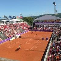 Foto tirada no(a) Båstad Tennis Stadium por alexander A. em 7/17/2013
