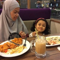 Photo taken at Oorchid Bistro by Athirah Z. on 9/10/2017