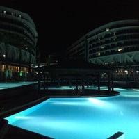 Photo taken at vikingen infinity beach club by Nihat Ç. on 6/25/2015