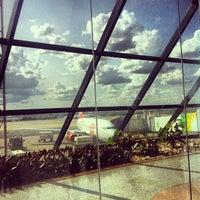 Foto tirada no(a) Aeroporto Internacional de Brasília / Presidente Juscelino Kubitschek (BSB) por Paula M. em 11/20/2013
