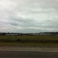 รูปภาพถ่ายที่ World's Awesome Flea Market โดย Christa C. เมื่อ 12/27/2012