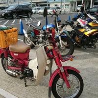 Photo taken at バイクワールド りんくうシークル店 by ぱ ん. on 7/2/2017