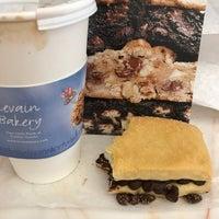 9/19/2017 tarihinde Gabriela G.ziyaretçi tarafından Levain Bakery'de çekilen fotoğraf