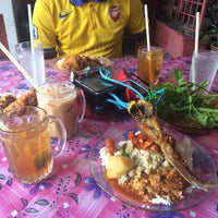 Photo taken at Restoran Kosiswa by Syahiran A. on 12/20/2015