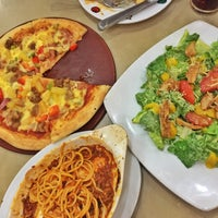 Photo taken at Pizza Hut Bistro by Giann Maryglyn P. on 9/9/2015