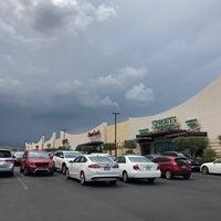 Foto scattata a Sprouts Farmers Market da Jessica W. il 8/16/2018