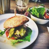 Das Foto wurde bei Brooklyn Burger Bar von Dennis W. am 4/15/2014 aufgenommen