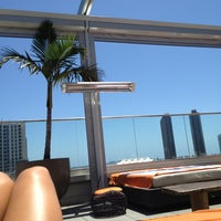 6/22/2013 tarihinde Lexie G.ziyaretçi tarafından Andaz Rooftop Lounge'de çekilen fotoğraf