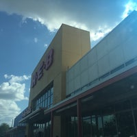 Photo taken at H-E-B by Carlos R. on 7/4/2017