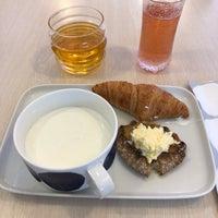 Photo taken at Finnair Premium Lounge by Ilkka on 7/27/2018