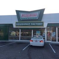 Photo taken at Krispy Kreme Doughnuts by Gavin A. on 8/22/2014