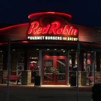 Photo taken at Red Robin Gourmet Burgers by Gavin A. on 3/25/2017