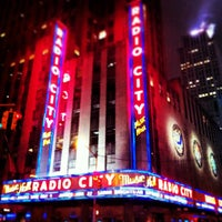 Foto tirada no(a) Radio City Music Hall por Adrian M. em 4/13/2013