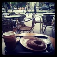 Photo taken at The Coffee Bean & Tea Leaf by Ikjun P. on 10/28/2012