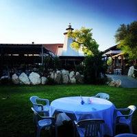 Foto diambil di Faros Restaurant oleh Christos D. pada 8/13/2015