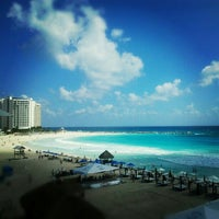 Foto tomada en Playa Chac Mool por Anyul R. el 10/23/2012