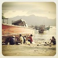 Photo taken at Pantai Indah Popoh by Koko T. on 4/13/2014