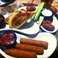 Photo taken at Applebee's Neighborhood Grill & Bar by Victor M. on 6/21/2014