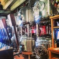 รูปภาพถ่ายที่ DryHop Brewers โดย Вадим Т. เมื่อ 6/19/2013