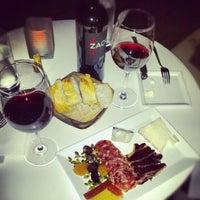 10/20/2012 tarihinde Вадим Т.ziyaretçi tarafından 694 Wine & Spirits'de çekilen fotoğraf