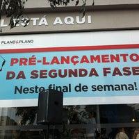 Photo taken at Fatto Reserva Vila Rio - Stand de Vendas Plano&Plano by Adriane C. on 5/25/2013