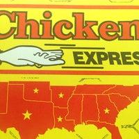 Foto tomada en Chicken Express por Desiree E. el 4/26/2014