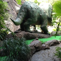 Photo taken at Dino Park Mini Golf by Runglaweeツ on 5/1/2013