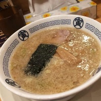 Photo taken at 中華そば 寅 藤沢店 by Shuji I. on 8/17/2016