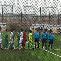 Photo taken at Vali Mustafa Yaman Sentetik Çim Yüzeyli Futbol Sahasi by Taner C. on 9/21/2014