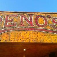 11/1/2012 tarihinde Zosziyaretçi tarafından Reno's Chop Shop'de çekilen fotoğraf