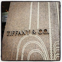 Foto scattata a Tiffany & Co. da Angie M. il 5/18/2013
