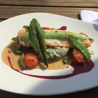 Foto scattata a Schmidt's Restaurant da Doreen F. il 4/5/2016