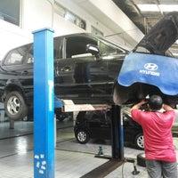 Photo taken at Hyundai Pondok Indah by ridwan m. on 2/8/2014