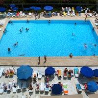 4/15/2014 tarihinde Pelikan Otel Yüzme Havuzuziyaretçi tarafından Pelikan Otel Yüzme Havuzu'de çekilen fotoğraf