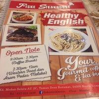 Photo taken at Fiske Steakhouse by Nabila R. on 11/5/2015