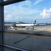 รูปภาพถ่ายที่ Terminal C โดย JR R. เมื่อ 7/22/2013
