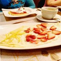 11/18/2014 tarihinde Alex S.ziyaretçi tarafından Crepes & Waffles'de çekilen fotoğraf