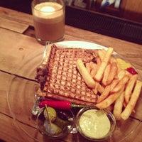 Das Foto wurde bei Toasteria Cafe von VK W. am 2/12/2013 aufgenommen