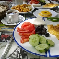 Photo taken at Osmanlı Kahvaltı Bahçesi / Ottoman Garden Breakfast by Demet . on 4/25/2014