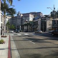 Das Foto wurde bei Streets of Beverly Hills von The Flying M. am 3/15/2013 aufgenommen