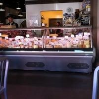 Foto tirada no(a) C'est Cheese por Katherine R. em 9/15/2012