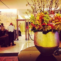 Photo taken at The Beverly Hilton by Travelpanties L. on 5/8/2014