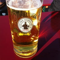 Das Foto wurde bei Schumachers Biergarten von Ben am 4/28/2013 aufgenommen
