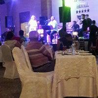 Foto tirada no(a) Ulu Resort Hotel Night Club por Dml B. em 10/15/2016