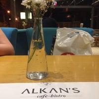 Das Foto wurde bei Alkan's cafe-bistro von Zeynep G. am 8/8/2015 aufgenommen