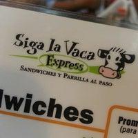 Foto tomada en Siga La Vaca Express por Emmanuel O. el 3/21/2013