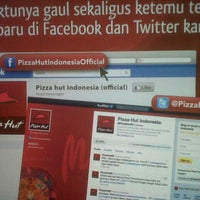 Photo taken at Pizza Hut by Hendra W. on 6/2/2013