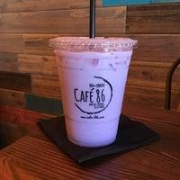 Foto tirada no(a) Cafe 86 por Belinda T. em 6/26/2018